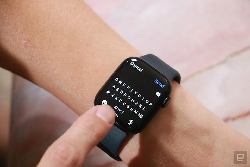 The new QWERTY keyboard on the Apple Watch Series 7.