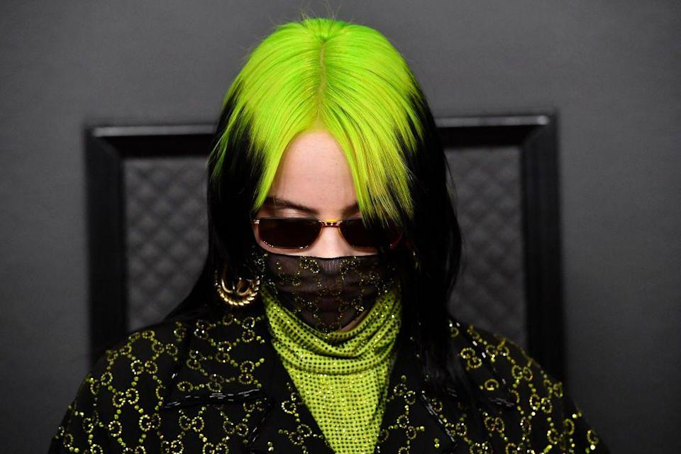 <p>From Billie Eilish to Dua Lipa, celeb style icons alike have been rocking the two-toned trend, and we're dying to copy them this summer. This style is the upgraded, campy version of the early-'00s zebra-highlight trend. Instead of trying to look like you just sat in the sun and voíla, chunky highlights emerged! This vibe is all about the unnatural. And we're loving it.</p>