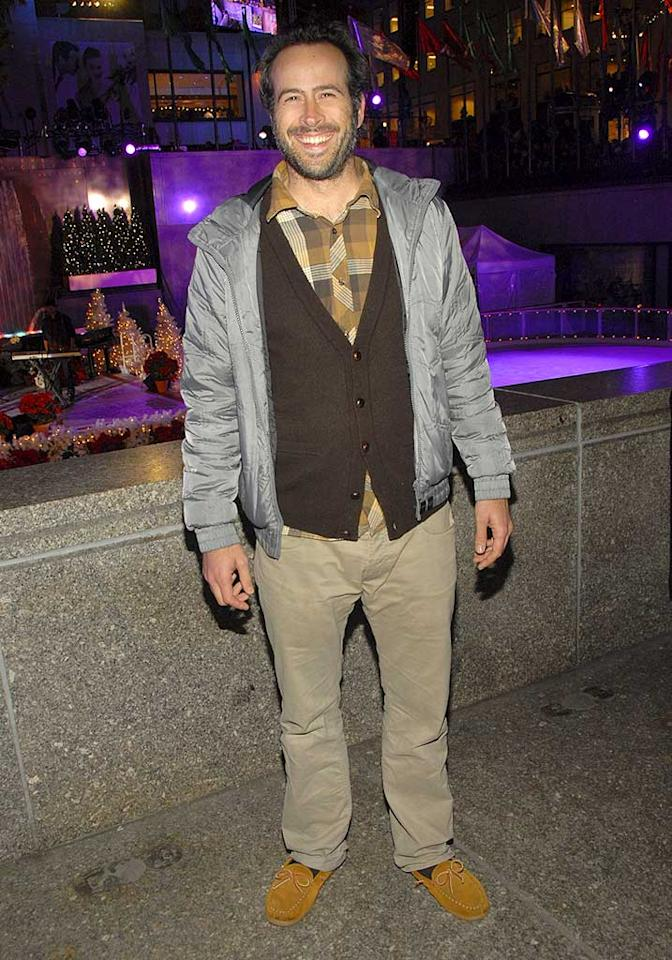 """""""My Name is Earl"""" star Jason Lee looks like a complete disaster. He's 37 years old but dresses like a much older man. Are those slippers?! Kevin Mazur/<a href=""""http://www.wireimage.com"""" target=""""new"""">WireImage.com</a> - November 28, 2007"""