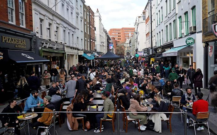 Customers enjoying drinks in the Soho area of London - NIKLAS HALLE'N/AFP via Getty Images