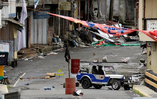 <p>A view of the Maute group stronghold with an ISIS flag in Marawi City in southern Philippines May 29, 2017. (Erik De Castro/Reuters) </p>