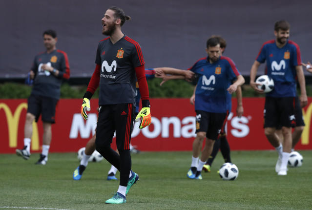 Spain's goalkeeper David De Gea, second left, takes part during a training session of Spain at the 2018 soccer World Cup in Krasnodar, Russia, Sunday, June 17, 2018. (AP Photo/Manu Fernandez)