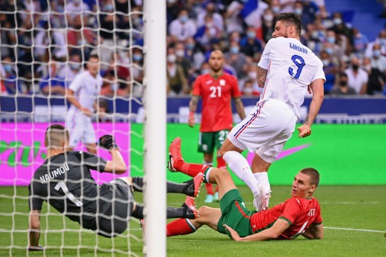 Olivier Giroud scored two late goals in France's 3-0 win over Bulgaria
