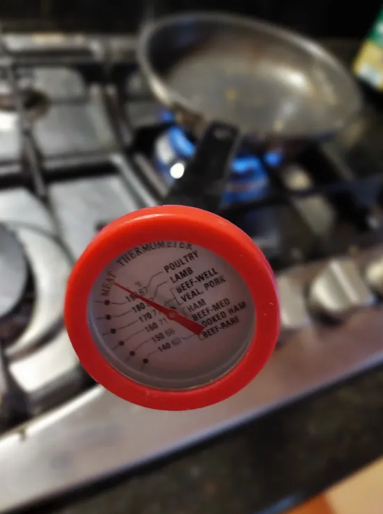 Thermometer on pan handle showing 87 degrees celcius. Source: Productreview.com.au (User Andrew M. via Facebook)