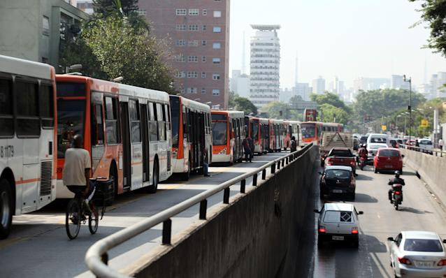 Buses sit idle during a bus strike in Sao Paulo May 21, 2014. Bus drivers in Sao Paulo went on strike for a second day on Wednesday, snarling transit and leaving hundreds of thousands stranded in South America's largest city less than a month before it hosts the opening World Cup soccer match. REUTERS/Chico Ferreira (BRAZIL - Tags: CIVIL UNREST SPORT SOCCER WORLD CUP)
