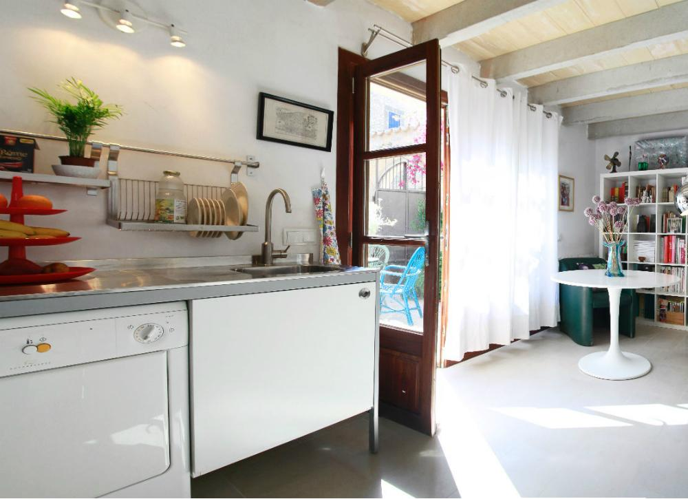 11 lessons to learn from airbnb 39 s tiniest homes for Furniture xo out of business