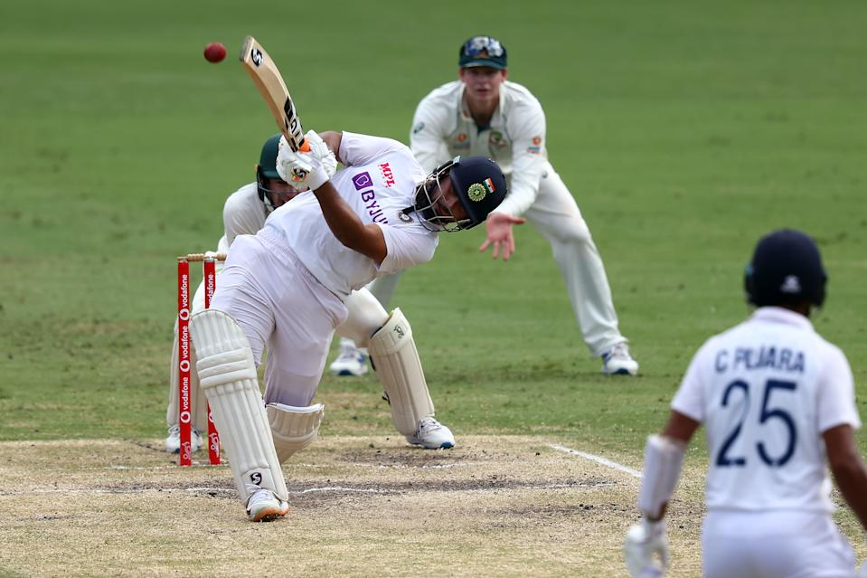 <p><strong>16 - </strong>In the fourth position, we have Rishabh Pant of Team India. He has batted in 18 innings in total, smashing 16 sixes and a total of 662 runs in the series. His average run rate remains at 41.37.</p>