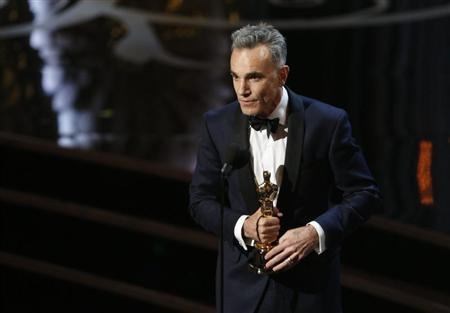 """Daniel Day Lewis accepts the Oscar for best actor for his role in """"Lincoln,"""" at the 85th Academy Awards in Hollywood"""