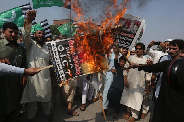<p>Angry Pakistani protesters rally to condemn ongoing violence against the Rohingya Muslim minority in Myanmar, in Peshawar, Pakistan, Friday, Sept. 8, 2017. (Photo: Muhammad Sajjad/AP) </p>