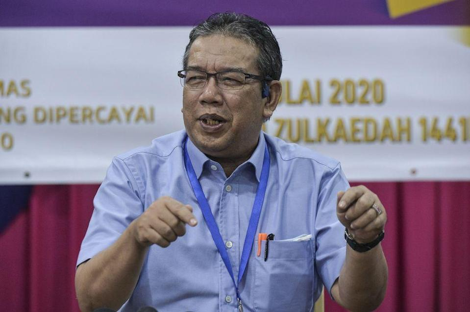 Datuk Abd Latiff Ahmad has criticised media reports which claimed that Perikatan Nasional (PN) MPs' support for Datuk Seri Ismail Sabri as the prime minister is conditional. — Picture by Shafwan Zaidon