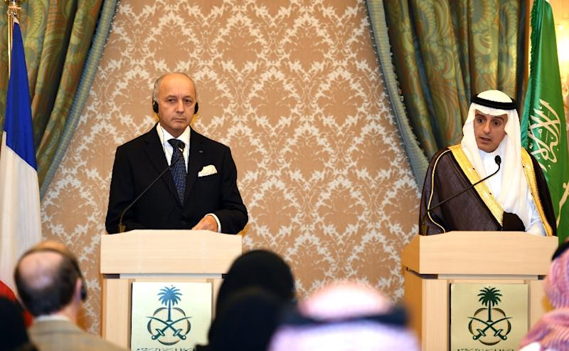 French Minister of Foreign Affairs Laurent Fabius (L) gives a joint press conference with his Saudi counterpart Adel al-Jubeir in Riyadh on October 13, 2015 (AFP Photo/Fayez Nureldine)