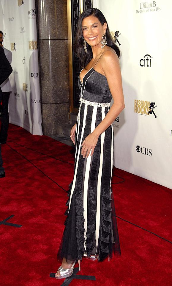 "Teri Hatcher's legs look like they go forever in this striped dress. Kevin Mazur/<a href=""http://www.wireimage.com"" target=""new"">WireImage.com</a> - September 6, 2007"