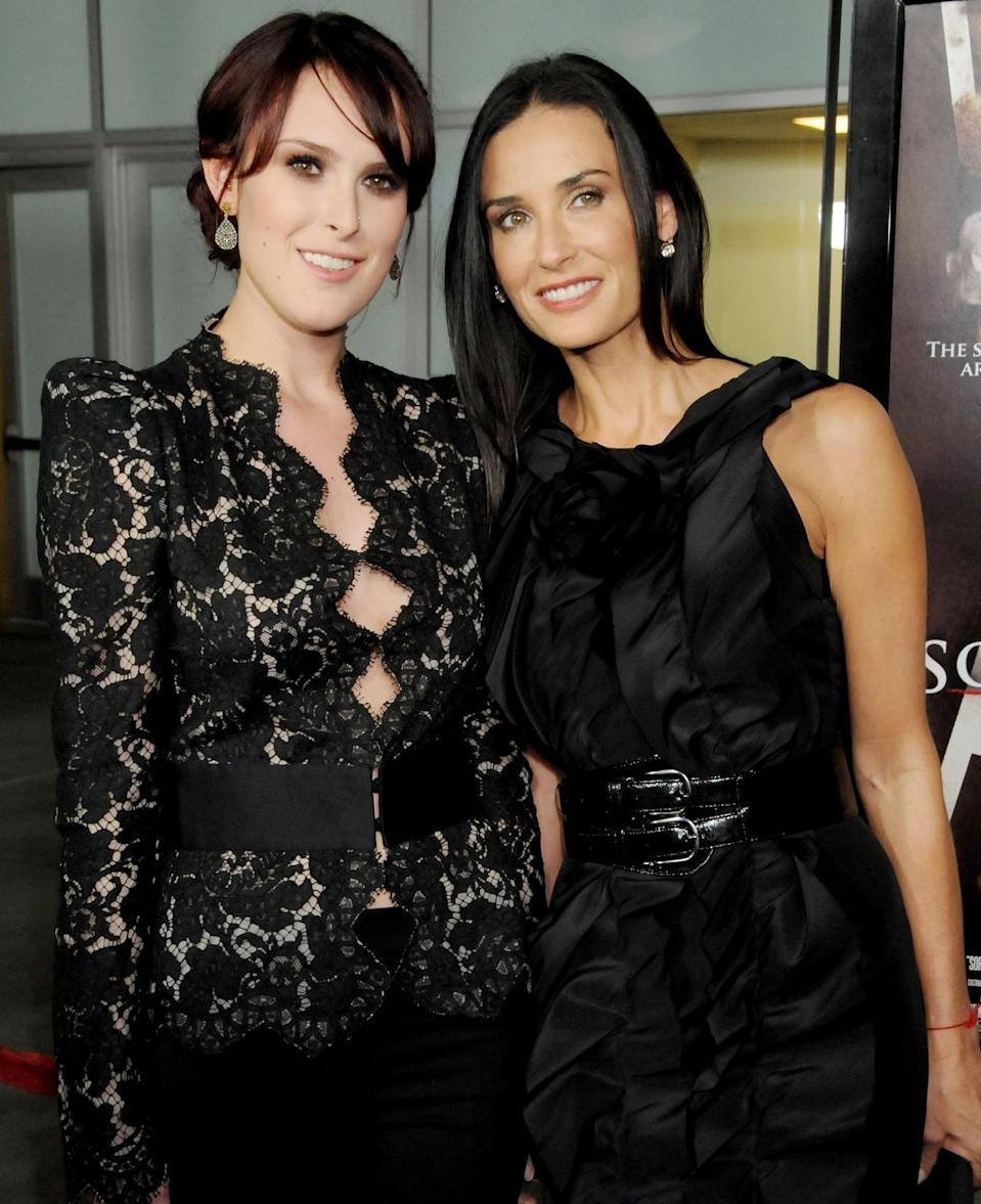 <p>Moore and her oldest daughter arrived premiere of Rumer's film, <em>Sorority Row</em> in L.A., both wearing smoky shadow to play up their identical hazel-green eyes. </p>
