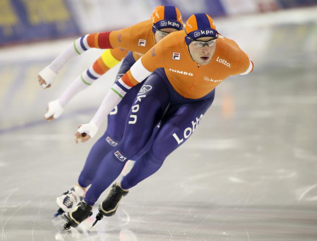 Sven Kramer leads the Netherlands to victory in the men's team pursuit competition at ISU World Cup Speedskating in Calgary, Alberta, Saturday, Dec. 2, 2017. (AP)