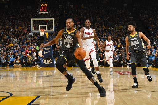 OAKLAND, CA - FEBRUARY 10: Kevin Durant #35 of the Golden State Warriors dribbles the ball during the game against the Miami Heat on February 10 at ORACLE Arena in Oakland, California. (Photo by Noah Graham/NBAE via Getty Images)