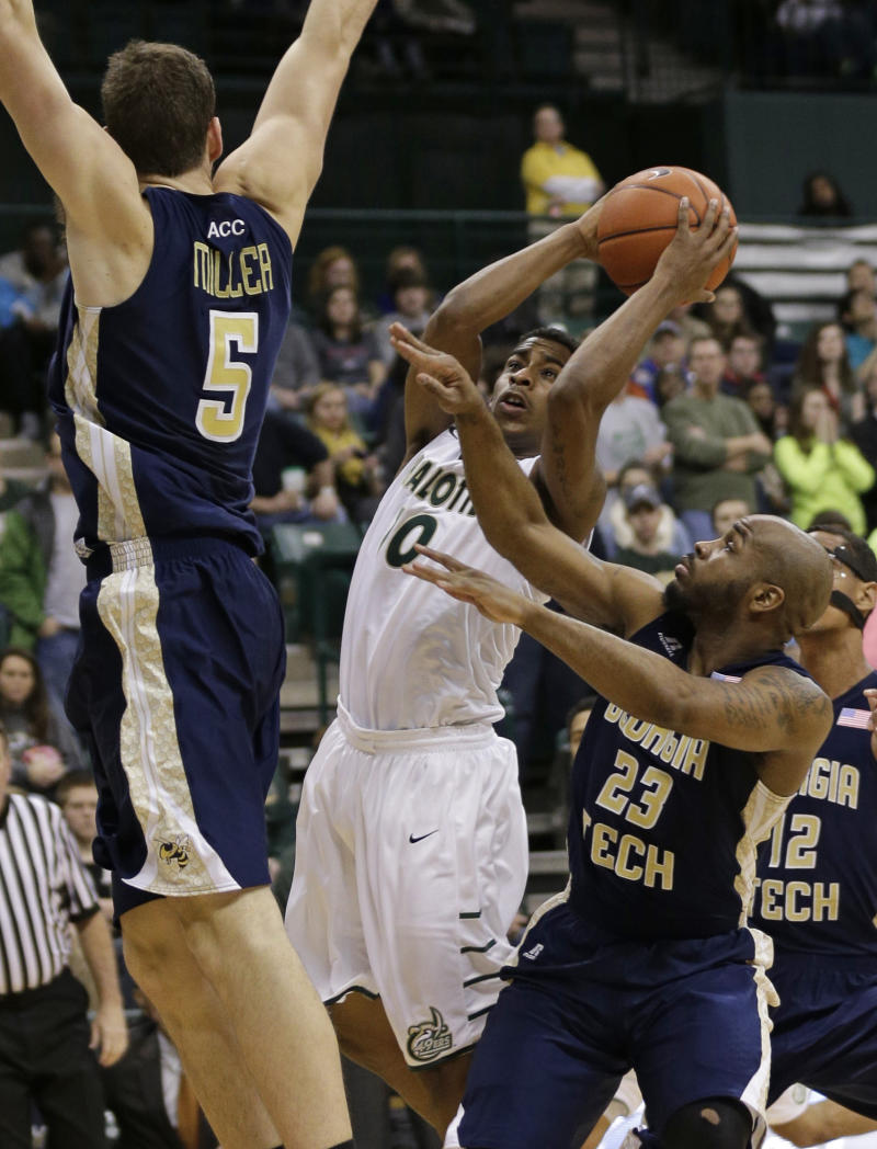 Georgia Tech escapes Charlotte with 58-55 win