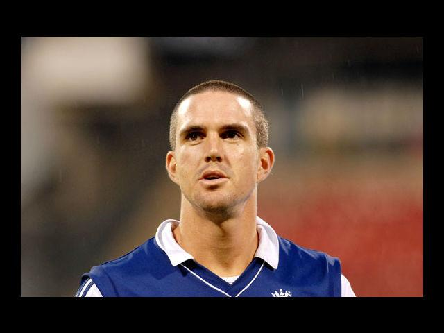 8) Kevin Pietersen:  Although this extremely good-looking England player is not the part of the IPL this season, we couldn't help but include him in this list, thanks to his coolest hairstyles. We thought the 'skunk' look in 2005 Ashes was the boldest that he could ever go, but he proved us wrong by going blonde and later shaving his head. He is as unpredictable with his hairstyles as he is with respect to his batting.