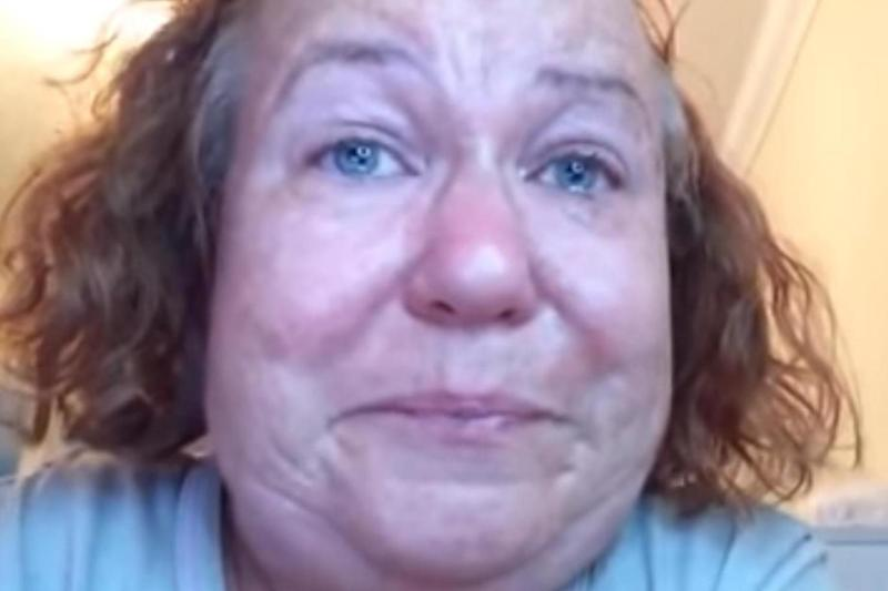 Tanyalee Davis recorded a tearful video about the nightmare journey form Plymouth to London (Tanyalee Davis / YouTube)