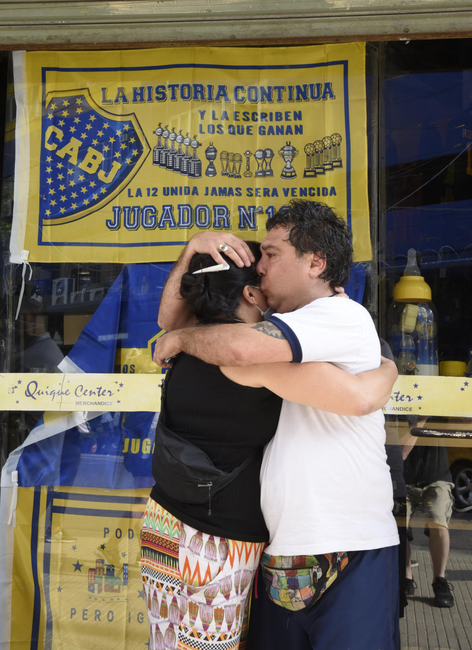 BUENOS AIRES, ARGENTINA - NOVEMBER 25: Fans of Boca Juniors cry and hug eachother near La Bombonera stadium after the news of the death of Diego Maradona was known on November 25, 2020 in Buenos Aires. Diego Maradona, considered one of the biggest football stars in history, died at 60 from a heart attack on Wednesday in Buenos Aires. (Photo by Fotonoticias/Getty Images)