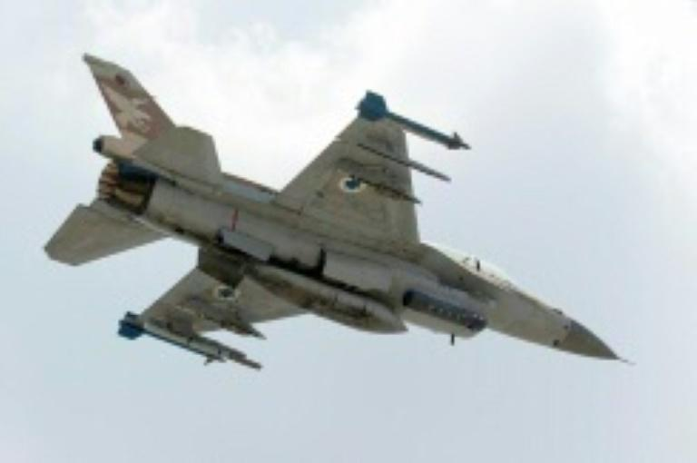 Syrian forces fire at Israeli jets