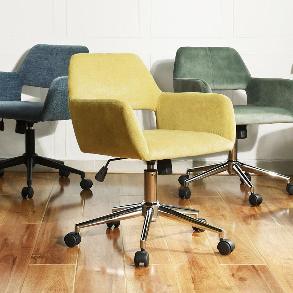 "<h2>Joss & Main Mila Task Chair</h2> <br><strong>Best For: Petite People</strong><br>This short-back and compact style wheely chair garnered high praise from work-from-homers on the shorter end of the height spectrum. <br><br><strong>The Hype: </strong>4.5 out of 5 stars and 1,014 reviews on <a href=""https://www.jossandmain.com/furniture/pdp/mila-task-chair-j000578680.html"" rel=""nofollow noopener"" target=""_blank"" data-ylk=""slk:Joss & Main"" class=""link rapid-noclick-resp"">Joss & Main</a><br><br><strong>Comfy Butts Say:</strong> ""This chair is really comfortable. I'm 5'2, so the back is perfect for me but might be uncomfortable for someone really tall. It was extremely easy to put together.""<br><br><strong>Mila</strong> Mila Task Chair, $, available at <a href=""https://go.skimresources.com/?id=30283X879131&url=https%3A%2F%2Fwww.jossandmain.com%2Ffurniture%2Fpdp%2Fmila-task-chair-j000578680.html"" rel=""nofollow noopener"" target=""_blank"" data-ylk=""slk:Joss & Main"" class=""link rapid-noclick-resp"">Joss & Main</a><br><br><br><br><br><br>"
