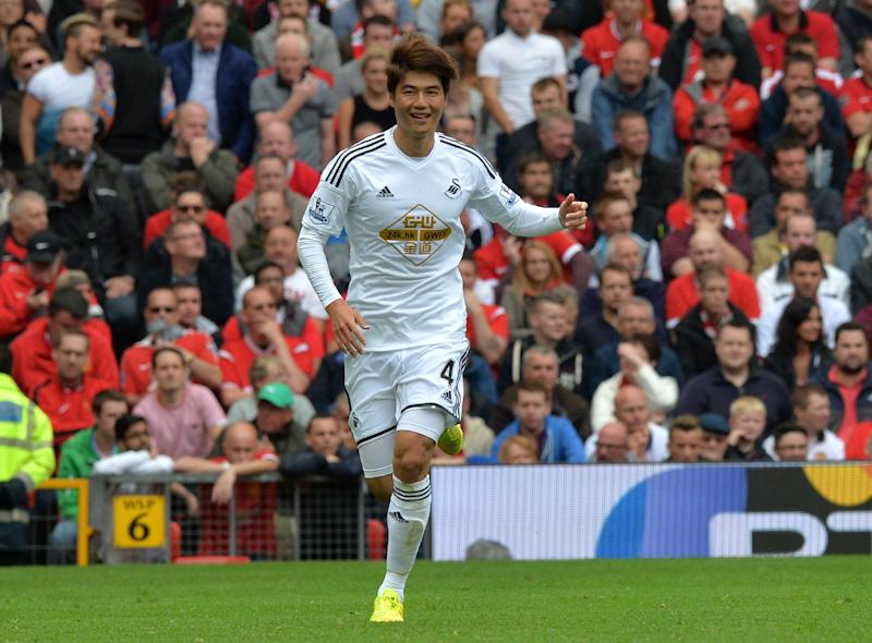 Swansea City's Korean midfielder Ki Sung-Yueng celebrates scoring the opening goal of the Premier League match between Manchester United and Swansea City at Old Trafford in Manchester on August 16, 2014