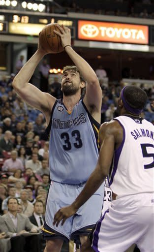 Memphis Grizzlies center Marc Gasol, left, of Spain, shoots against Sacramento Kings forward John Salmons during the first quarter of an NBA basketball game in Sacramento, Calif., Tuesday, March 20, 2012. (AP Photo/Rich Pedroncelli)