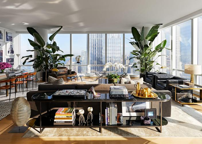 """""""I'm a high-class hoarder,"""" says Atwood, and the expansive living area showcases some of the many beautiful things he and Deutsch have acquired over the years. A <a href=""""http://kpgd.com/"""" rel=""""nofollow noopener"""" target=""""_blank"""" data-ylk=""""slk:Karen Pearse"""" class=""""link rapid-noclick-resp"""">Karen Pearse</a> credenza displays a <a href=""""https://www.tomdixon.net/en_us/"""" rel=""""nofollow noopener"""" target=""""_blank"""" data-ylk=""""slk:Tom Dixon"""" class=""""link rapid-noclick-resp"""">Tom Dixon</a> tea set, some jellyfish candles found on vacation in Capri, and a pair of Atwood shoes designed as a collaboration with Arizona Iced Tea to celebrate that brand's 25th anniversary. Another keepsake? A tray of Polaroids the couple has taken of dinner and party guests over the years."""