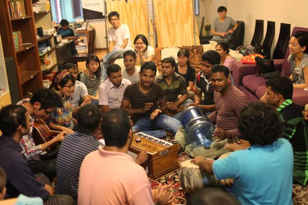 The music session held in July at Dibashram, which witnessed the gathering of about 20 Singaporeans and 20 Bangladeshis. (Photo courtesy of Bernice Wong)