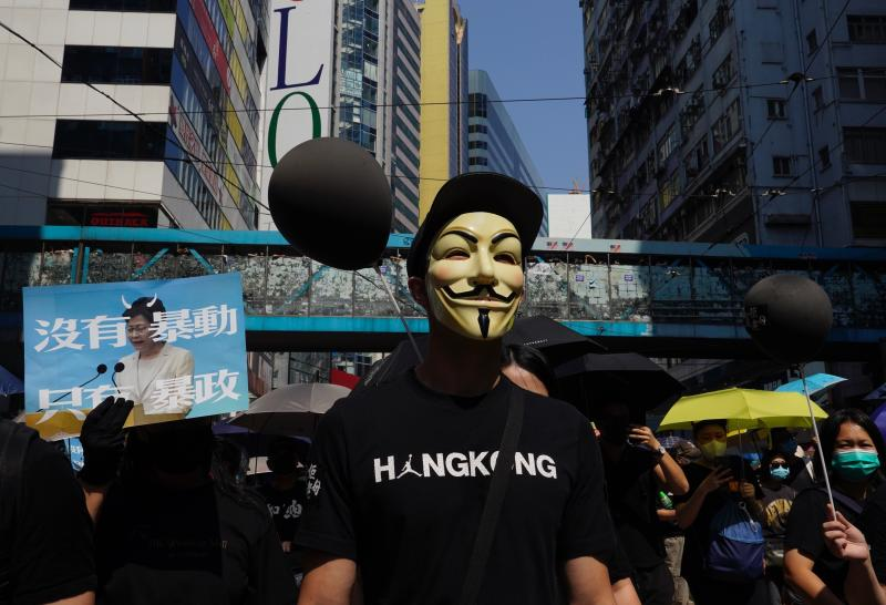 Anti-government protesters wearing masks march in Hong Kong, Oct. 1, 2019. (Photo: Vincent Yu/AP)