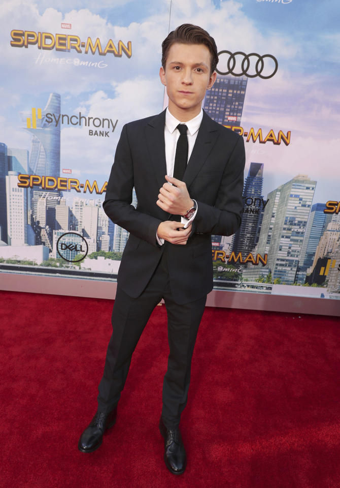 """<p><a rel=""""nofollow"""" href=""""https://www.yahoo.com/movies/tagged/tom-holland"""">Tom Holland</a> plays it cool at the <a rel=""""nofollow"""" href=""""https://www.yahoo.com/movies/film/spider-man-homecoming""""><em>Spider-Man: Homecoming</em></a> premiere at TCL Chinese Theatre on June 28, 2017, in Hollywood. (Photo: Eric Charbonneau/Invision/AP Images) </p>"""