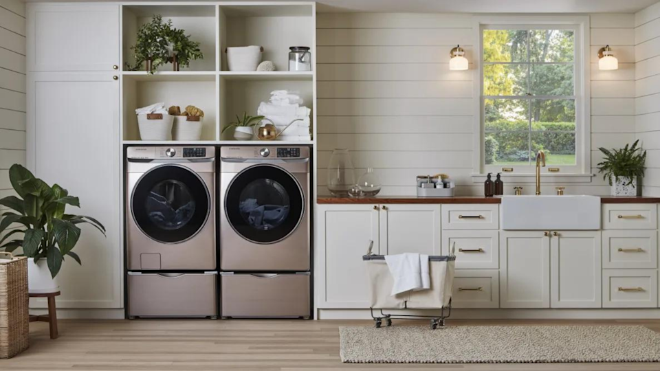 If you're looking for a front-loading washing machine that can work quickly, the Samsung WF45R6300AV is an exceptional machine.