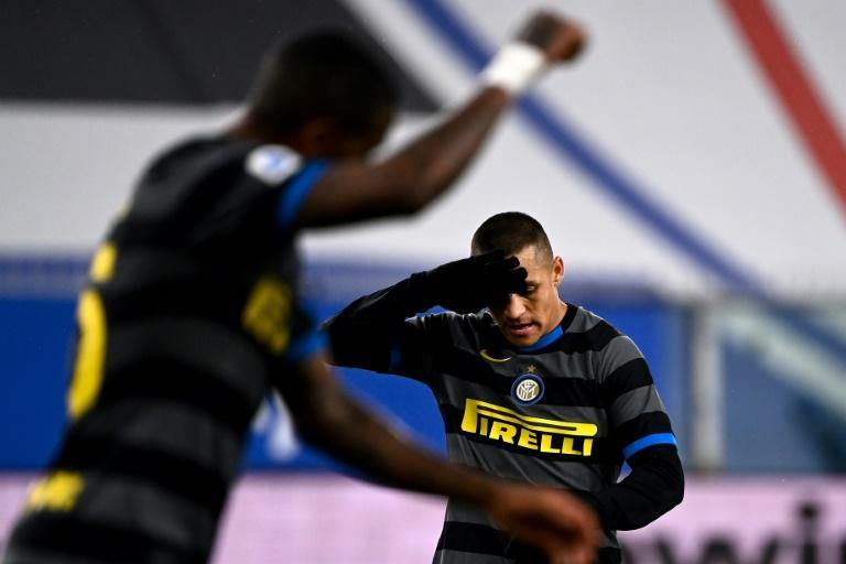 Chilean forward Alexis Sanchez missed a penalty as Inter Milan fell at Sampdoria.