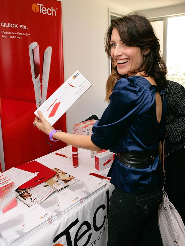 """House's"" Lisa Edelstein snags a very high tech hair iron. Todd Williamson/<a href=""http://www.wireimage.com"" target=""new"">WireImage.com</a> - September 13, 2007"