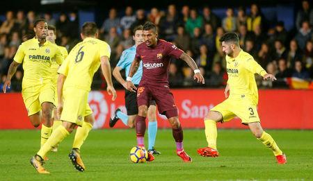 Soccer Football - La Liga Santander - Villarreal vs FC Barcelona - Estadio de la Ceramica, Villarreal, Spain - December 10, 2017 Villarreal's Alvaro Gonzalez in action with Barcelona's Paulinho REUTERS/Heino Kalis