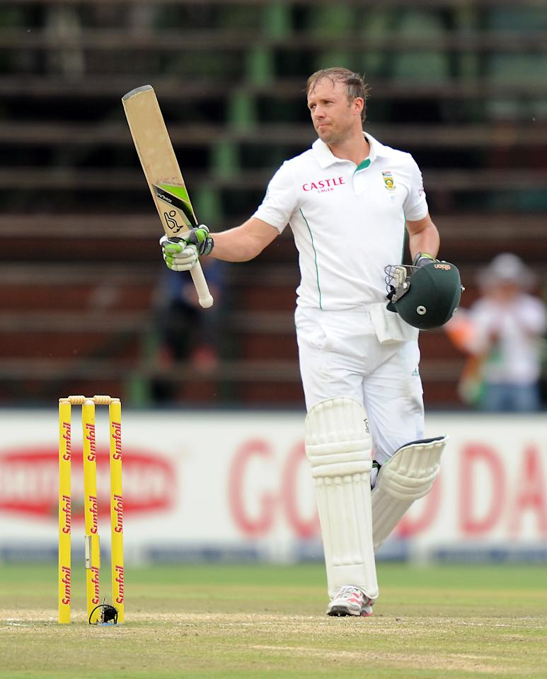 South Africa's batsman AB de Villiers celebrates his century on the 5th day of the first cricket Test match between South Africa and India at Wanderers Stadium in Johannesburg on December 22, 2013. AFP PHOTO/STRINGER
