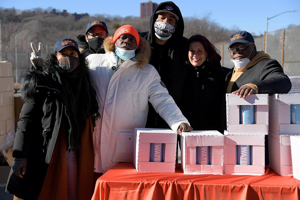 <p>Tracy Morgan and Method Man joined volunteers for Food Bank For New York City Team to provide meals to families in need in Staten Island, New York.</p>