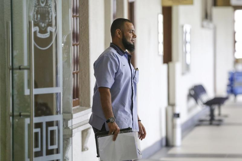 Mohammad Zakariyya Zearat Khan, owner of Moz (M) Sdn Bhd, is pictured at the Kuala Lumpur High Court Complex April 18, 2019. — Picture by Yusof Mat Isa