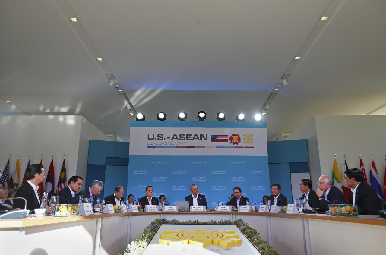 U.S. President Barack Obama (C) addresses leaders at a 10-nation Association of Southeast Asian Nations (ASEAN) summit in Rancho Mirage, California February 15, 2016. Obama is expected to press leaders from Southeast Asia to boost trade and back a common stance on the South China Sea.  The leaders (L to R) Vietnam Prime Minister Nguyen Tan Dung, Thailand Prime Minister Prayuth Chan-ocha, Singapore Prime Minister Lee Hsien Loong, Philippine President Benigno Aquino,  Laos President Choummaly Sayasone, U.S. President Barack Obama, Sultan of Brunei Hassanal Bolkiah, Cambodia Prime Minister Hun Sen, Indonesian President Joko Widodo, Malaysia Prime Minister Najib Razak and Myanmar Vice President U Nyan Tun.  REUTERS/Mike Blake