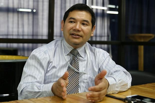 Rafizi questioned the Malay daily's survey methodology, while pointing out that findings from think tank INVOKE Centre for Policy Initiatives (I-CPI) painted a completely different picture. —Picture by Saw Siow Feng