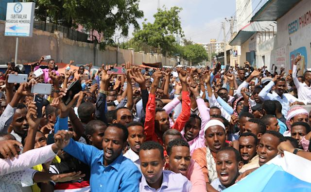 <p>Somalis attend a protest against President Donald Trump's decision to recognize Jerusalem as the capital of Israel, in Mogadishu, Somalia, Dec. 8, 2017. (Photo: Feisal Omar/Reuters) </p>