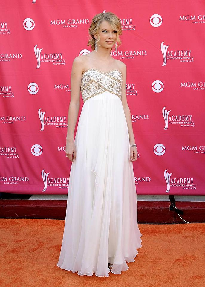 """18-year-old Taylor Swift looked as pretty as a princess for her big night. Charley Gallay/<a href=""""http://www.gettyimages.com/"""" target=""""new"""">GettyImages.com</a> - May 18, 2008"""