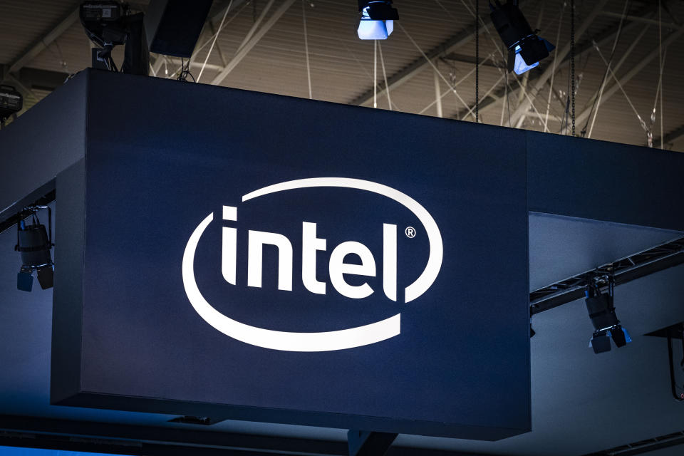 BARCELONA, CATALONIA, SPAIN - 2019/02/27: The logo of the chip maker Intel is seen during the MWC2019. The MWC2019 Mobile World Congress opens its doors to showcase the latest news of the manufacturers of smart phones. The presence of devices prepared to manage 5G communications has been the hallmark of this edition. (Photo by Paco Freire/SOPA Images/LightRocket via Getty Images)