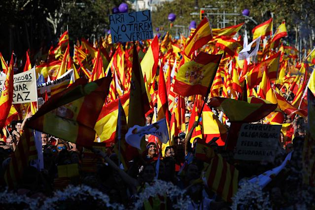 <p>Nationalist activists march during a mass rally against Catalonia's declaration of independence, in Barcelona, Spain, Sunday, Oct. 29, 2017. (Photo: Emilio Morenatti/AP) </p>