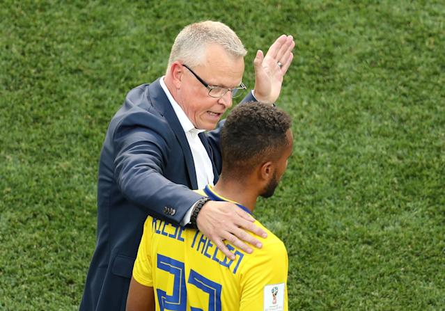 Soccer Football - World Cup - Group F - Sweden vs South Korea - Nizhny Novgorod Stadium, Nizhny Novgorod, Russia - June 18, 2018 Sweden coach Janne Andersson talks with Isaac Kiese Thelin REUTERS/Lucy Nicholson