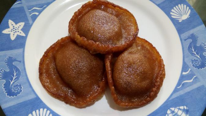 kue cucur (sumber: wikimedia commons)