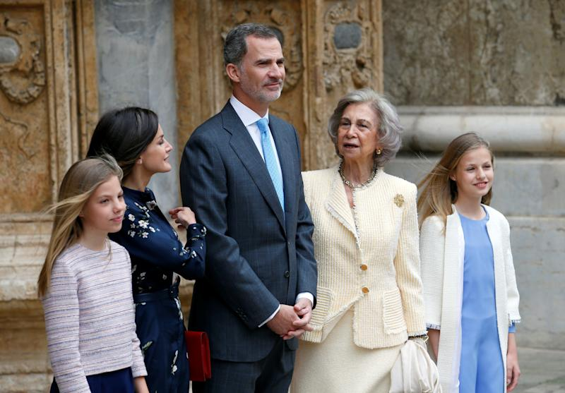 Members of the Spanish Royal Family Queen Letizia, King Felipe, Queen Sofia and Infantas Leonor and Sofia pose for pictures as they leave after attending an Easter Sunday Mass at Palma de Mallorca's Cathedral on the Spanish island of Mallorca, Spain April 21, 2019. REUTERS/Enrique Calvo