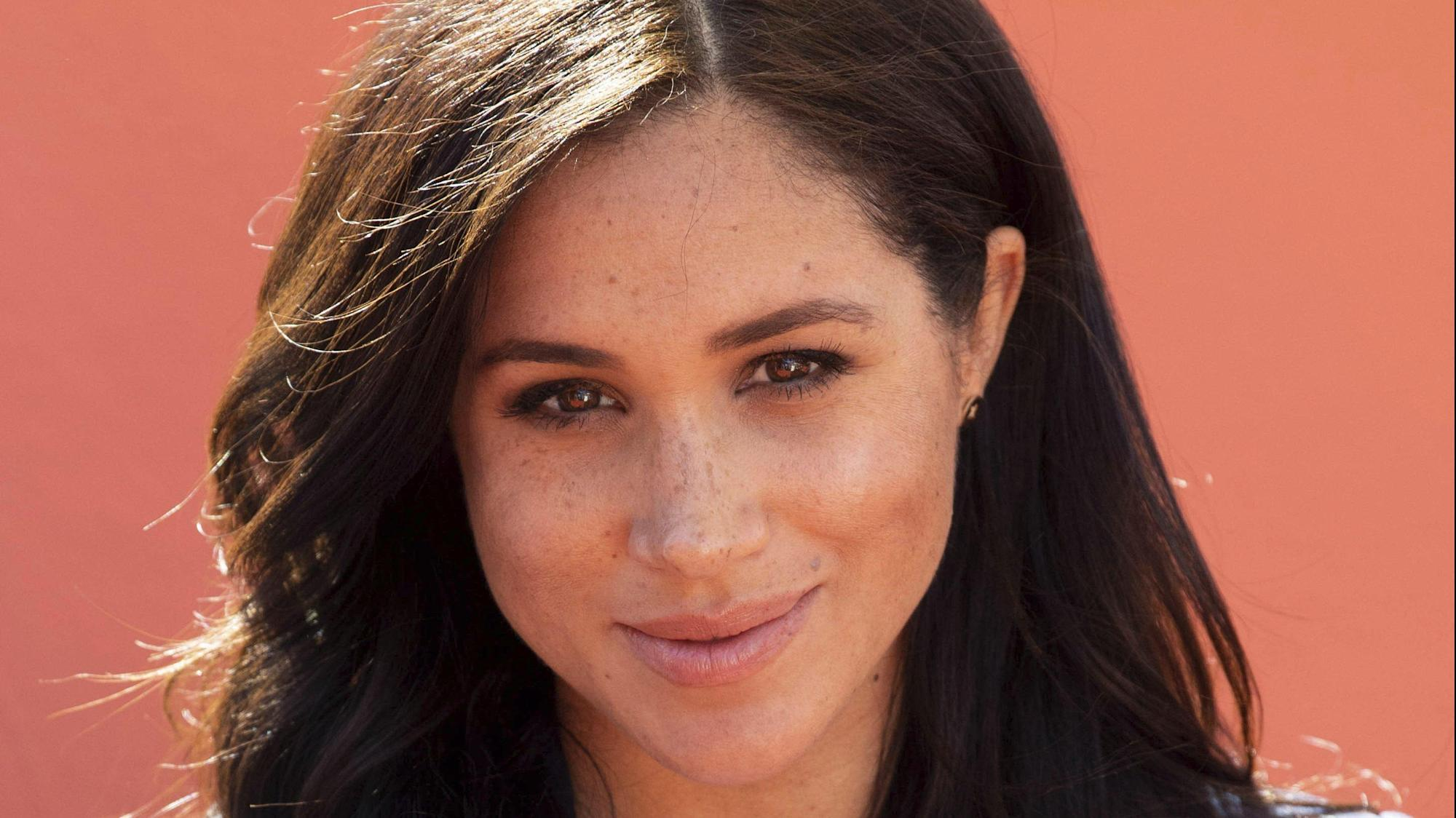"Meghan Markle ""Saddened"" By Explosive Report Revealing Her Former Kensington Palace Comms Secretary Filed A ""Bullying"" Complaint - Yahoo Entertainment"