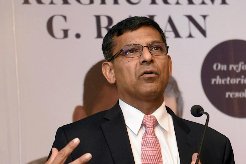 Migrant Workers Need Money for Vegetables, Cooking Oil, Shelter; Foodgrains Not Enough: Ex-RBI Guv Rajan