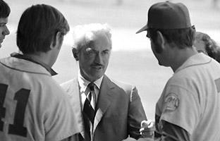 Marvin Miller (center), then director of the Major League Players association, talks to New York Mets players Tom Seaver and Ed Kranepool after players voted to strike in 1972